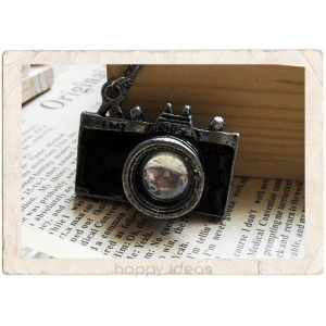 Colgantes molones como éste de una cámara vintage: 7 euros.