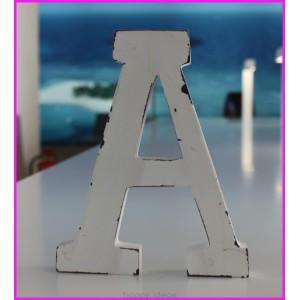 Me encantaría tener mi nombre en letras de madera. 3'70 euros cada letra.