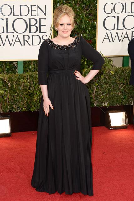 Adele no iba mal para ser ella pero ya podría cambiarse el pelo...