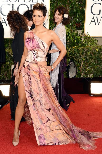 WTF Halle Berry, en qué narices pensabas además de en intentar imitar (como otras tantas) a Angelina. HORROR.