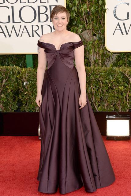 Lena Dunham parece que en vez de salir en Girls esté planteándose salir en Las Chicas de Oro. 50 años de golpe.