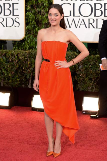 ¿Qué le pasa a Marion Cotillard en la cara? ¿Pero esta chica no era guapa? El vestido... psssss...