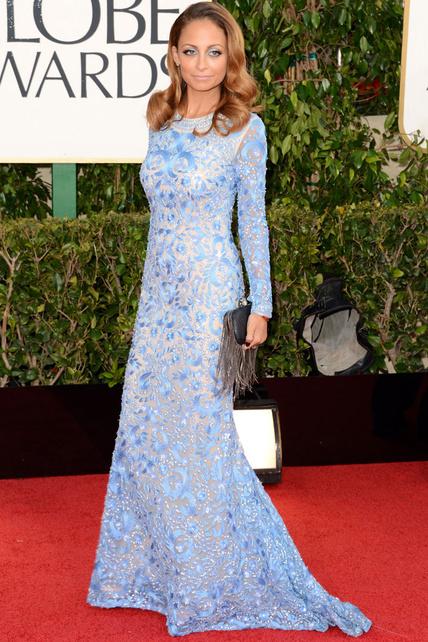 Este vestido en alguna otra persona igual me habría gustado pero en Nicole Richie no me gusta nada. ¿Qué le pasa en los ojos?