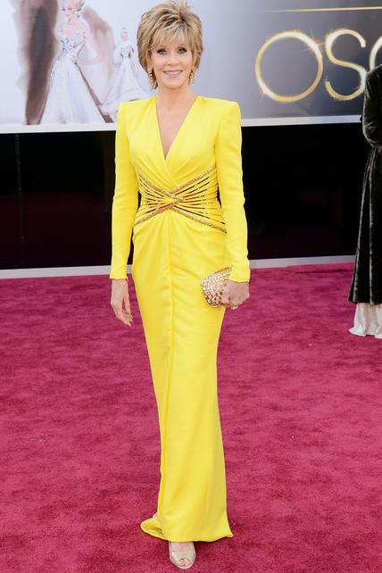 Jane Fonda marcándose un: miradme, que no sé cuántos años más podré venir. Pero yo a aplaudo. Por ir de amarillo y saber lucirlo.