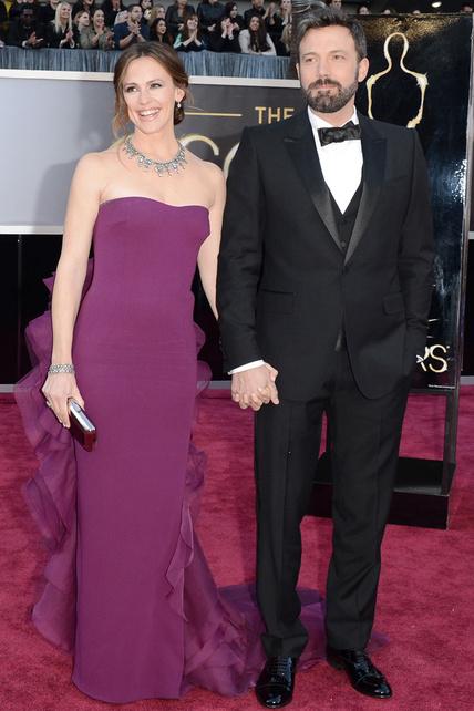 El Gucci de Jennifer Gardner no es santo de mi devoción, y menos su cola raruna. Pero AMO a Ben Affleck y amo que le hayan dado el Oscar a Argo por mejor película.