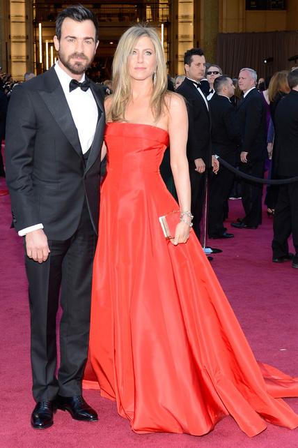 Mi querida Rachel Karen Green (perdón, Jennifer Aniston) hizo la del pedirle prestado a Zoey Deschanel el de los Globos de Oro. Aunque dicen que son de firmas distintas los veo IGUALES.