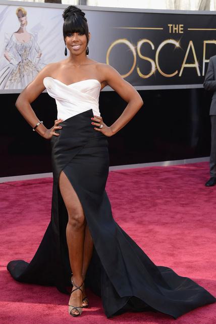 Kelly Rowland se marcó un WTF en toda regla. Raja, morcilla, cola, peinado... ¿qué más se puede pedir?