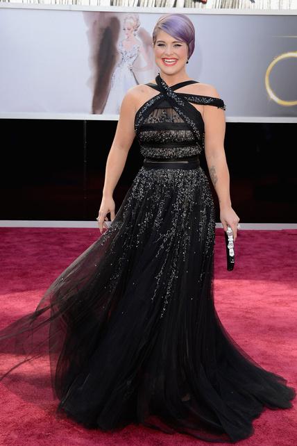 Kelly Osbourne y su pelo lila se enfundaron en un brillibrilli de tul que, para lo que es ella, vi hasta decente.