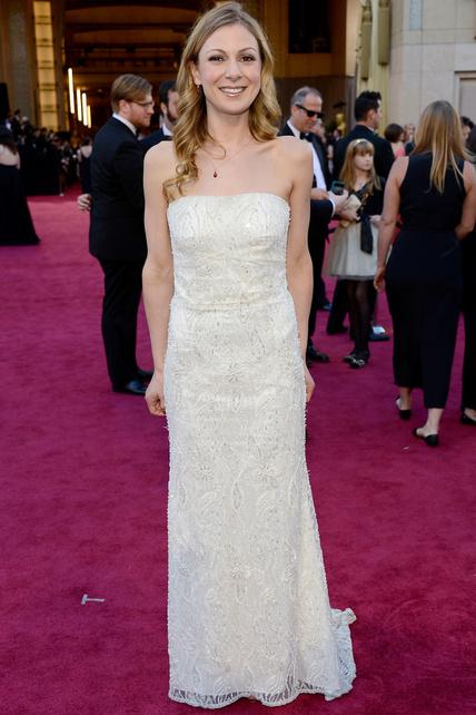 Lucy Alibar optó por un vestido de novia bastante anodino que pff.. pues vale.