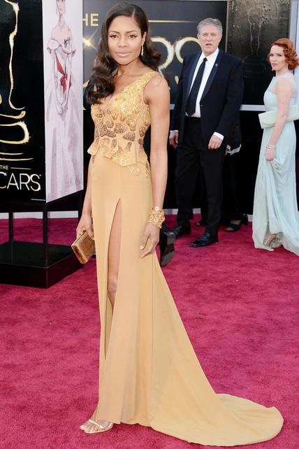 """Querida Angelina, tu raja no fue NADA al lado de la mía. Ahora se llamará hacer un """"Naomi Harris"""". Y el vestido no me entusiasma."""
