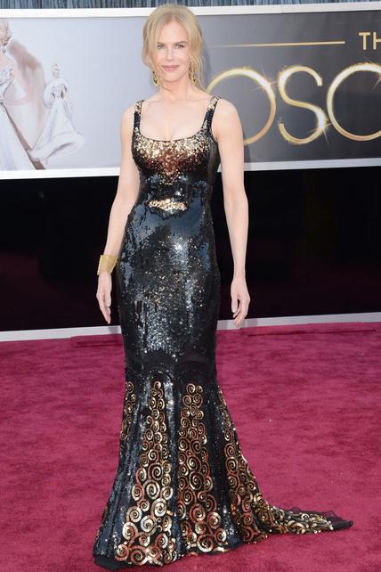 Querida Nicole Kidman sin expresividad alguna, sin ti mis alfombras rojas no serían lo mismo. Sabía que no me defraudarías. Pese a que te lo vas poniendo cada vez más difícil, sigues superándote en cuanto a horrorosidad nos referimos. Mi amigo Víctor también estará orgulloso de ti.