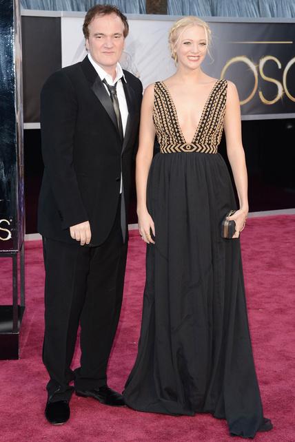 La señora de Quentin Tarantino no sólo tiene la misma sonrisa de asco eterno que él sino que también tiene las mismas tetas que él (aunque se pone escotes rarunos).