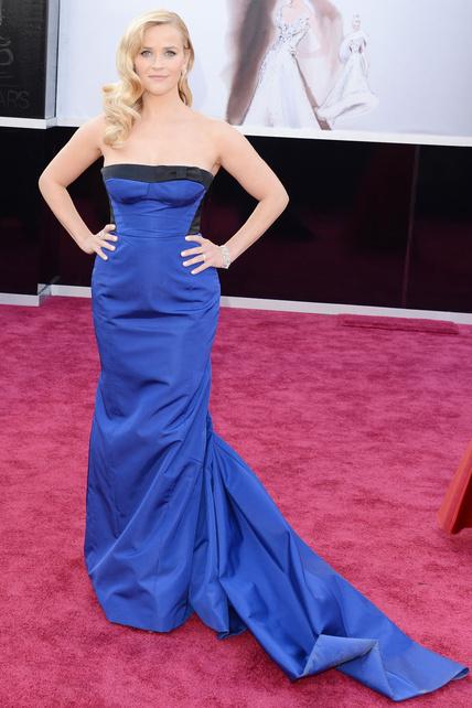 El Louis Vuitton de Reese Witherspoon le sentaba MAL. Por muy Vuitton y muy azul klein que fuera.
