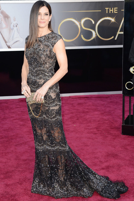 Sandra Bullock escogió Elie Saab. Y con Elie Saab nunca se falla. Aunque ya podría hacerse algo distinto en el pelo la mujer...