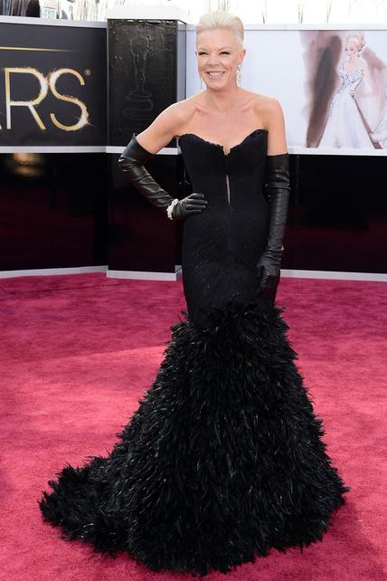 Tabatha Coffet decidió mezclar estilos de una forma horrible. Lo de las presentadoras Hollywoodienses no es la alfombra roja.