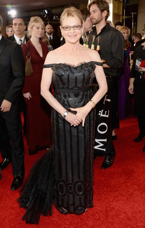 Dianne West podría haber cogido un sencillo vestido negro e intentar pasar desapercibida pero NO.