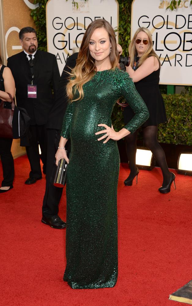 La embarazada Olivia Wilde acertó con su Gucci aunque recordó demasiado a Angelina Jolie en los Oscar de hace unos años.