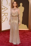 El vestido de Angelina Jolie, por guapérrima que sea, me provocó un pssssss.... pues vale.