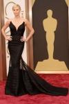 Charlize, mira que ese vestido es tipicazo pero es que a ti te queda como un guante.
