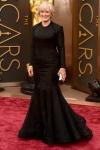 Glen Close, te queda muy raruno el vestido. Y te hace barriga. Tu época de Cruella ya pasó.