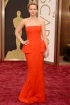 El Dior rojo de Jennifer Lawrence es típico pero infalible.