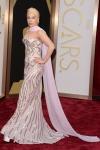 Lady Gaga, casi que te prefiero vestida de filetes que de Barbie choni.
