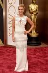 El vestido blanco de Lara Spencer no me entusiasmó para nada.