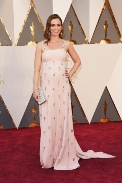 EmilyBlunt_Prada_Oscars2016