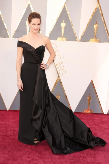 JenniferGarner_Versace_Oscars2016