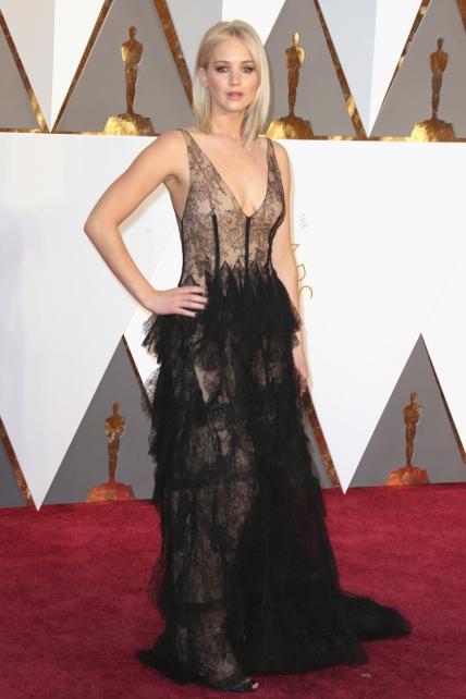 JenniferLawrence_Oscars2016_Dior