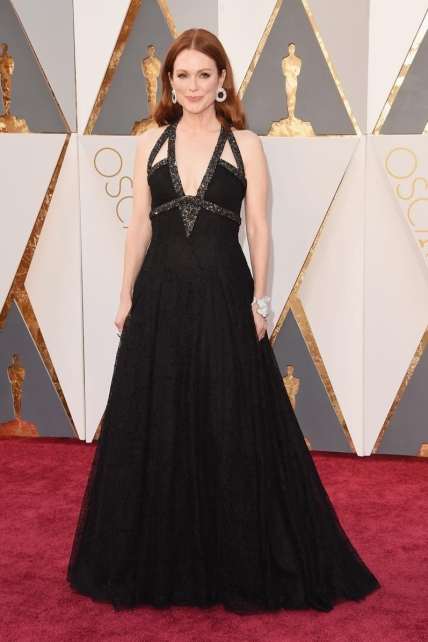 JulianneMoore_Chanel_Oscars2016