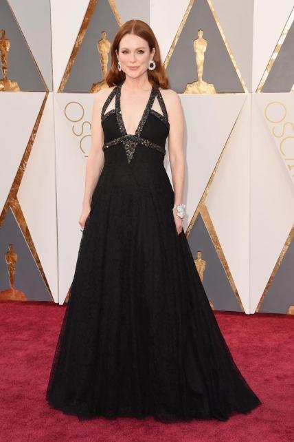 JulianneMoore_Chanel_Oscars2016