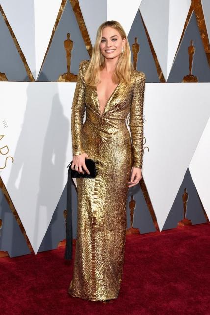 MargotRobbie_DVF_Oscars2016
