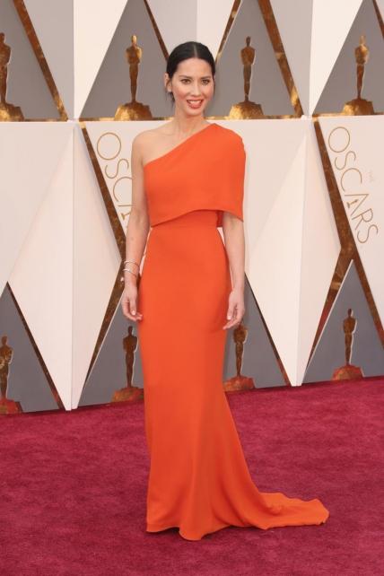 OliviaMunn_StellaMcCartney_Oscars2016