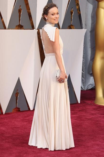 OliviaWilde_Valentino_espalda_Oscars2016