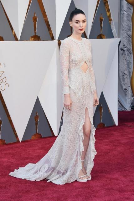 RooneyMara_givenchy_Oscars2016