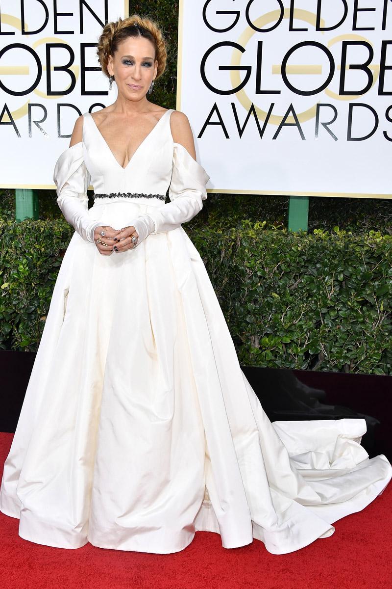 Y el colmo se lo lleva Sarah Jessica Parker y su pseudo-homenaje fallido a Carrie Fisher (aka, la princesa Leia). HORROR.