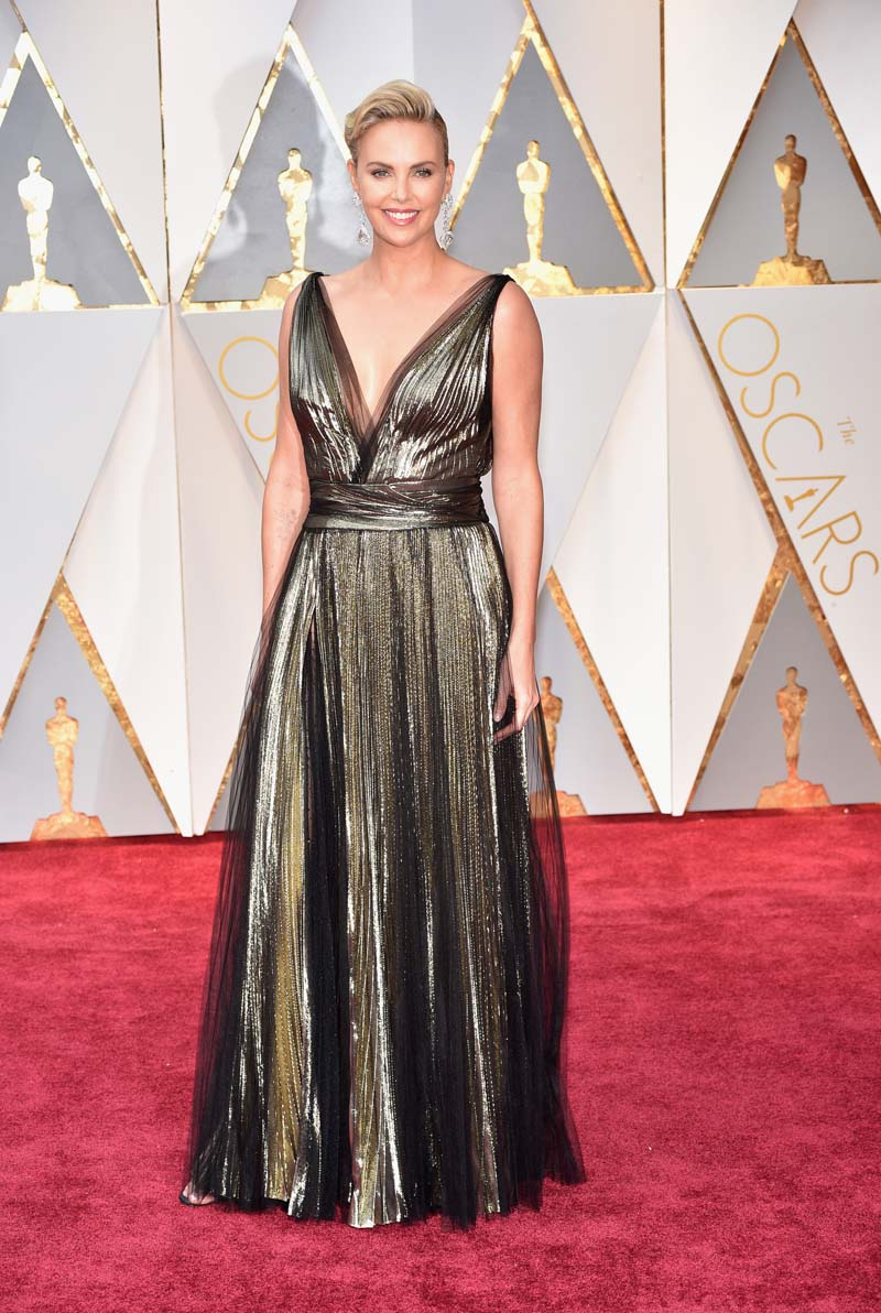 HOLLYWOOD, CA - FEBRUARY 26: Actor Charlize Theron attends the 89th Annual Academy Awards at Hollywood & Highland Center on February 26, 2017 in Hollywood, California. (Photo by Kevin Mazur/Getty Images)